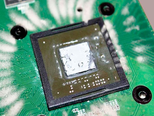 Пыль и засохшая термопаста на видеочипе