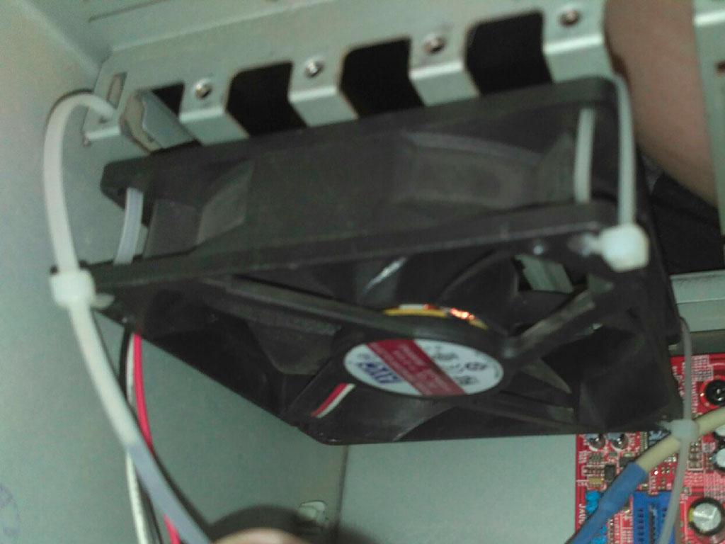 Установка корпусного вентилятора в системный блок ПК
